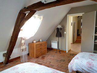 Spacious apartment in Cussay with Parking, Washing machine