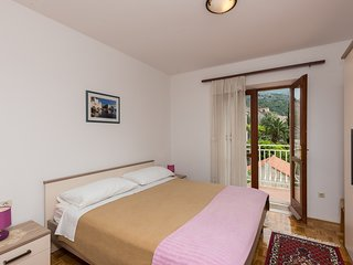 Cozy apartment in the center of Slano with Parking, Internet, Balcony