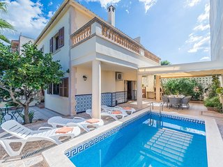 Spacious villa in Porto Cristo with Internet, Washing machine, Air conditioning,