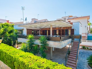 Spacious house a short walk away (302 m) from the 'Playa Can Picafort' in Can Pi