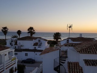 Spacious house a short walk away (139 m) from the 'Playa de La Barrosa' in Chicl