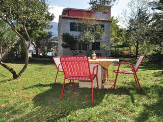 Cozy villa in the center of Tucepi with Parking, Internet, Air conditioning, Gar