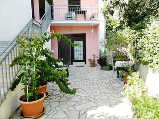 Cozy apartment very close to the centre of Pula with Parking, Internet, Air cond