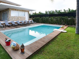 Spacious villa in the center of Kitsi with Parking, Internet, Washing machine, A