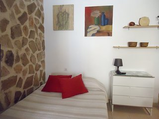 Cosy studio in the center of Setubal Municipality with Parking, Internet, Washin
