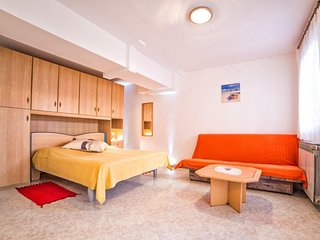Cozy apartment very close to the centre of Rovinj with Parking, Internet, Terrac