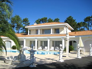 Spacious villa very close to the centre of Tarnos with Parking, Internet, Washin