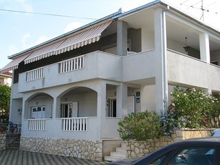 Cozy apartment very close to the centre of Trogir with Parking, Internet, Air co
