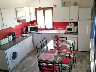 Cozy house in Villeneuve with Parking, Internet, Washing machine, Terrace