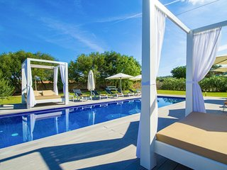 Spacious villa in Manacor with Internet, Washing machine, Air conditioning, Pool
