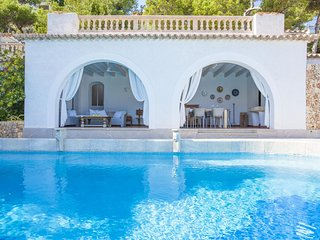 Spacious villa in the center of Provensals with Internet, Washing machine, Air c