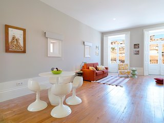 Spacious apartment in the center of Porto with Lift, Internet, Air conditioning,