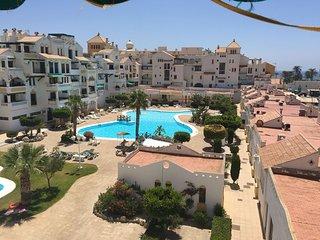 Spacious apartment close to the center of Roquetas de Mar with Lift, Internet, W