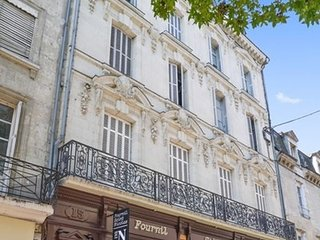 Spacious apartment in the center of Saumur with Internet, Washing machine