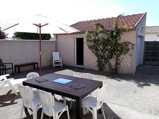 Cozy house in the center of Châtelaillon-Plage with Parking, Internet, Washing m