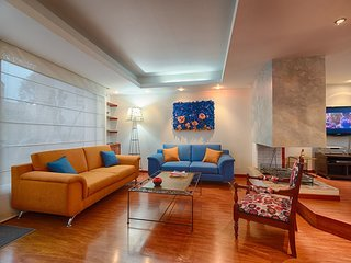 Spacious apartment in Bogota with Parking, Internet, Washing machine, Balcony