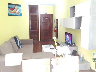 Spacious apartment in the center of Canico with Lift, Parking, Internet, Washing