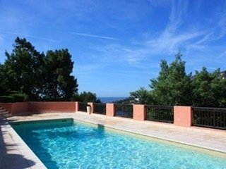 Spacious apartment close to the center of Theoule-sur-Mer with Parking, Washing