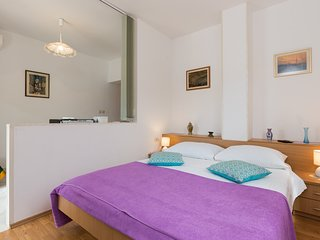 Cosy studio in the center of Slano with Parking, Internet, Terrace