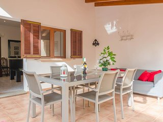 Spacious house a short walk away (417 m) from the 'Cala Magrana' in Porto Cristo