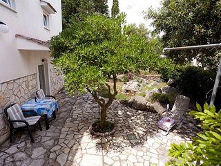 Cozy apartment in the center of Krk with Internet, Terrace