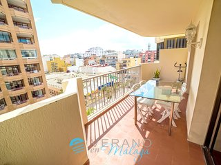 Spacious apartment a short walk away (311 m) from the 'Playa de San Francisco' i
