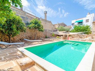 Spacious villa in Algaida with Internet, Washing machine, Air conditioning, Pool