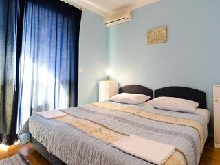 Cosy studio in the center of Srebreno with Parking, Internet, Air conditioning,