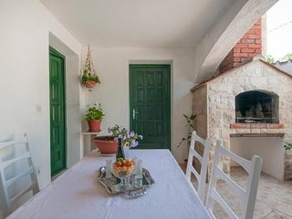 Spacious apartment in the center of Supetar with Parking, Internet, Washing mach