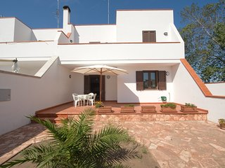 Spacious apartment in the center of Frigole with Parking, Washing machine, Air c