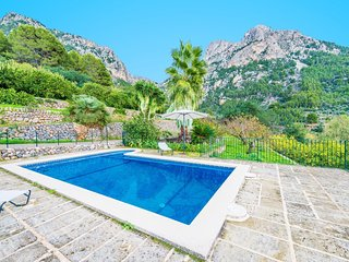 Spacious villa in the center of Biniaraix with Parking, Internet, Washing machin