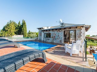 Spacious villa in Lloseta with Parking, Internet, Washing machine, Air condition
