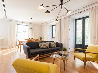 Spacious apartment close to the center of Lisbon with Lift, Internet, Balcony