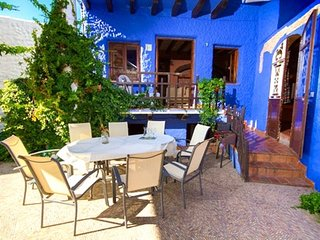 Spacious villa in the center of Benaocaz with Parking, Internet, Washing machine