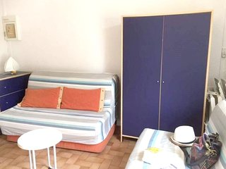 Cosy studio very close to the centre of Gruissan with Parking, Pool