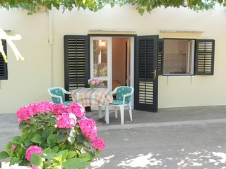Cosy studio in the center of Zaton with Parking, Internet, Air conditioning