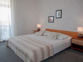 Cozy apartment in the center of Pakostane with Parking, Internet, Air conditioni