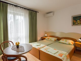 Cozy room close to the center of Makarska with Parking, Internet, Air conditioni