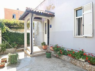 Spacious apartment close to the center of Pula with Internet, Washing machine, A