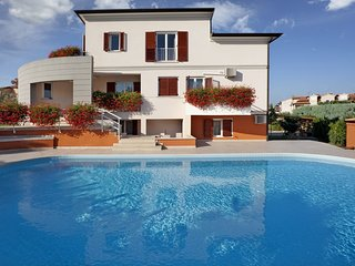Spacious apartment in Porec with Parking, Internet, Air conditioning, Pool