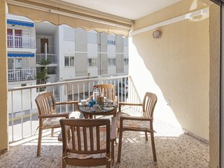 Spacious apartment a short walk away (55 m) from the 'Playa Pau Pi' in Oliva wit