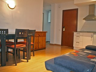 Cozy apartment a short walk away (406 m) from the 'Platja Sa Caleta' in Lloret d