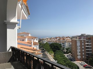 Spacious apartment close to the center of Benalmádena with Lift, Parking, Intern