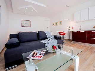 Cosy studio close to the center of Rovinj with Parking, Internet, Air conditioni