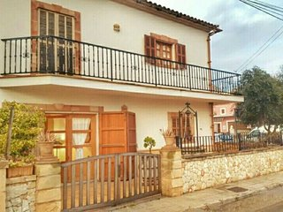 Spacious house in S'Illot-Cala Morlanda with Parking, Internet, Washing machine,