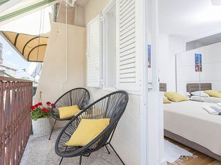 Cozy apartment in the center of Makarska with Parking, Internet, Air conditionin