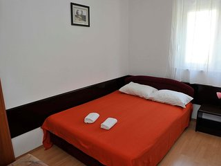 Cozy apartment in the center of Gradac with Parking, Internet