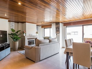 Spacious apartment very close to the centre of Cascais with Lift, Internet, Wash