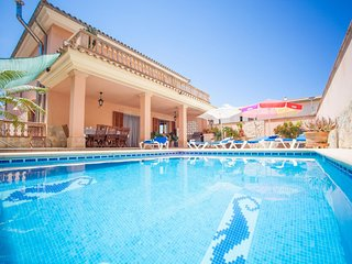 Spacious villa in Muro with Internet, Washing machine, Air conditioning, Pool