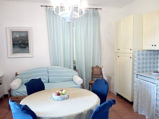 Spacious apartment close to the center of Torre del Greco with Parking, Internet